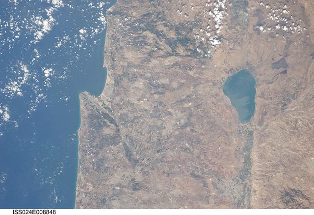 Israele, Giordania, Libano, Siria e Palestina in una fotografia scattata da un membro dell'equipaggio della Stazione spaziale internazionale. Image credit: NASA